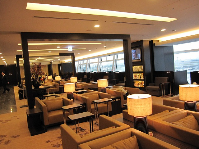 hnd-jal-first-lounge-007